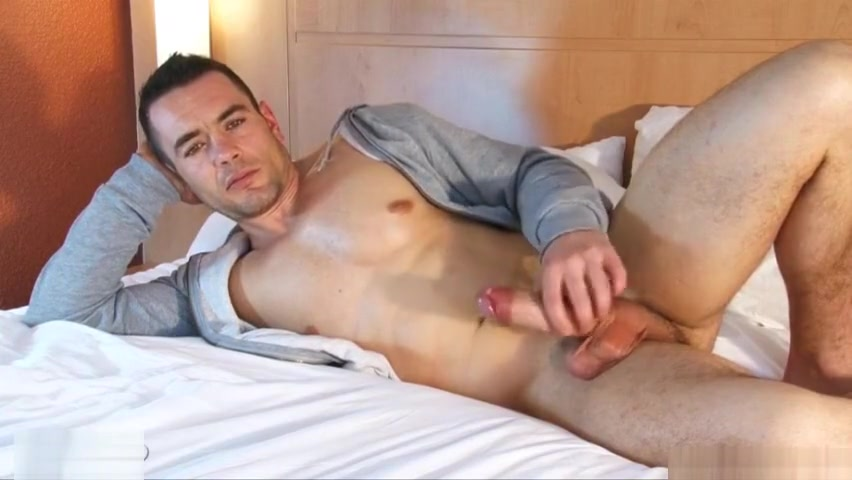 Real French str8 dude gets gilmed his huge cock in a gay porn videos de xxx porno