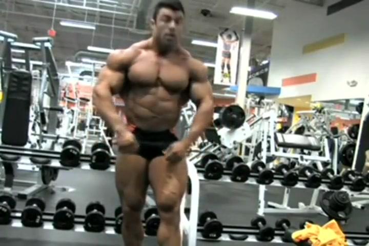 Eduardo Bodybuilder Posing in Gym Chubby cheeks rhyme