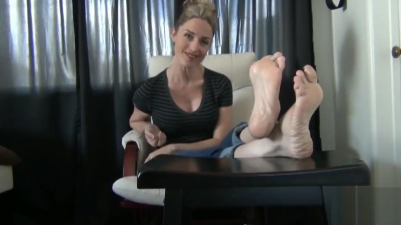 Footdom - Doormat Hot girl has screaming orgasm