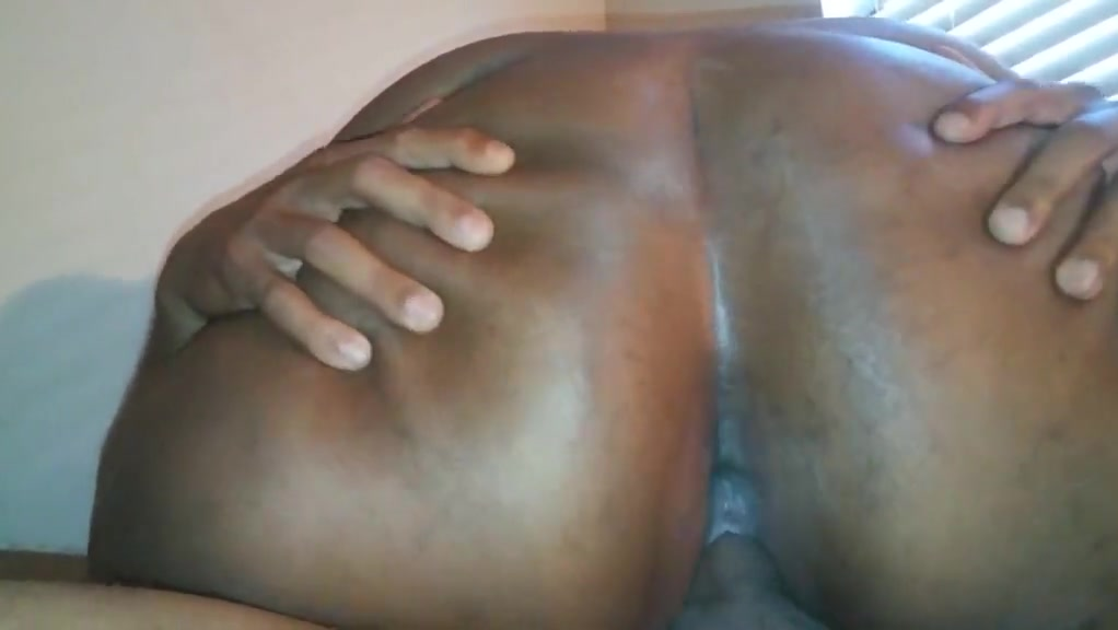 Close-up creampie in a phatty!