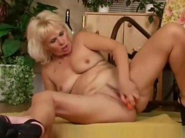 Masturbating Mature Group pussy girls big tits