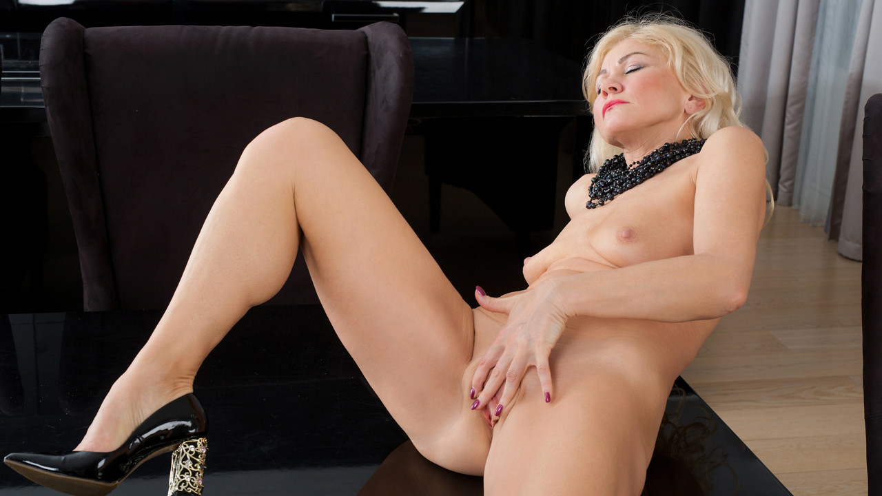 Sylvie in Classic Beauty - Anilos hentai ass fucking anal xxx
