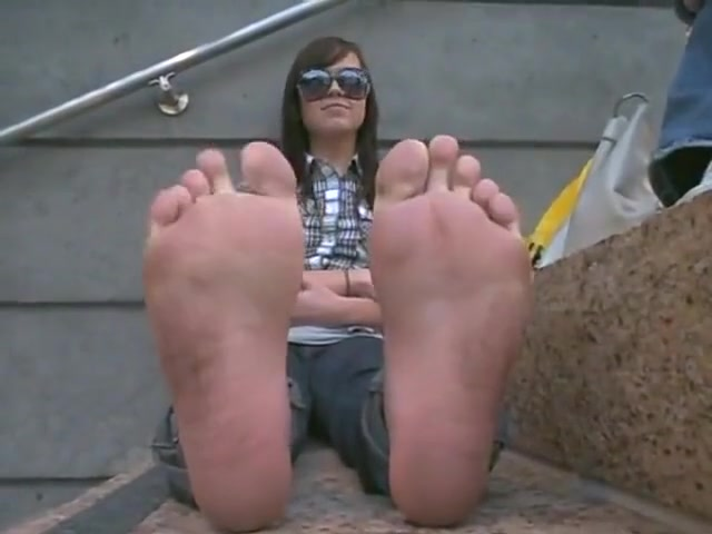 perfect_larges_smelly_wrinkled_soles teen girls close up hairy