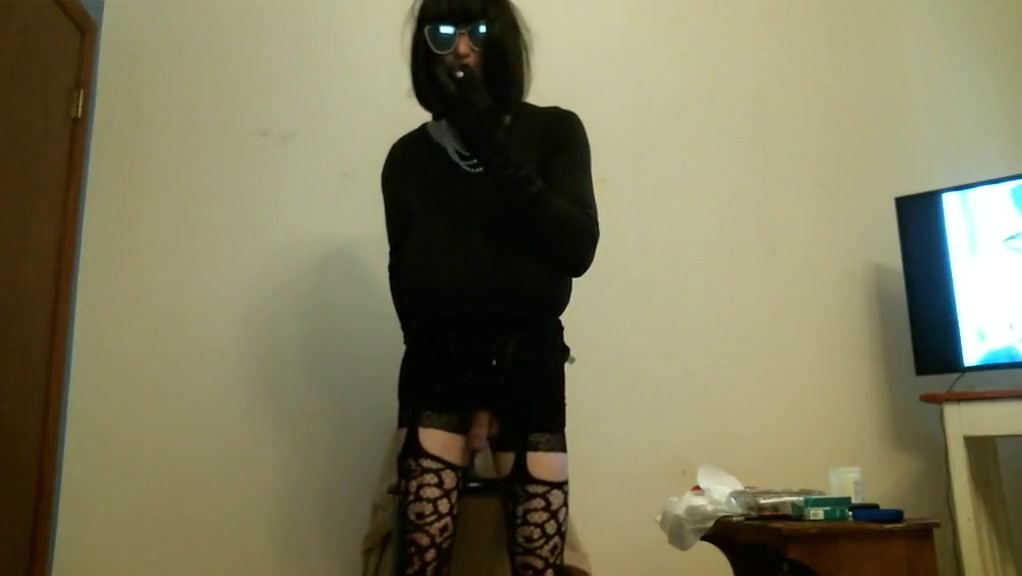 Tranny smoking and sitting on huge dildo fist full of boomstick