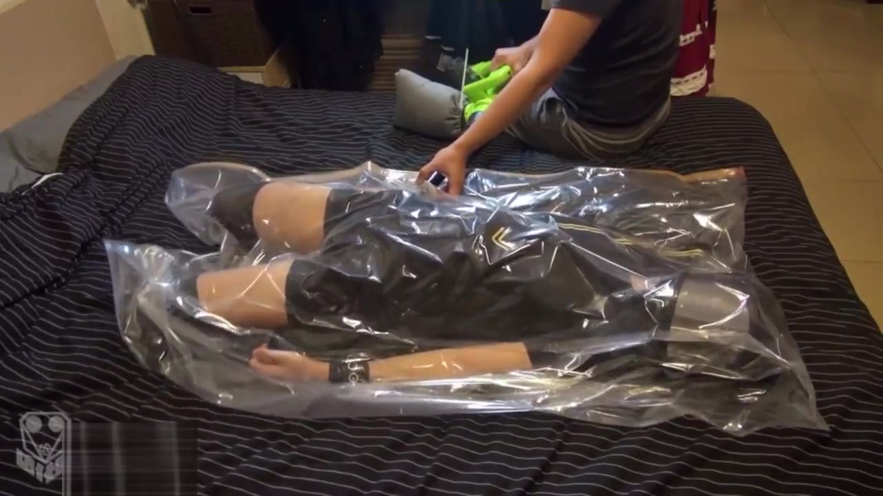 Vacuum bag breathplay 1-2 Kinky lesbians love fucking pussies