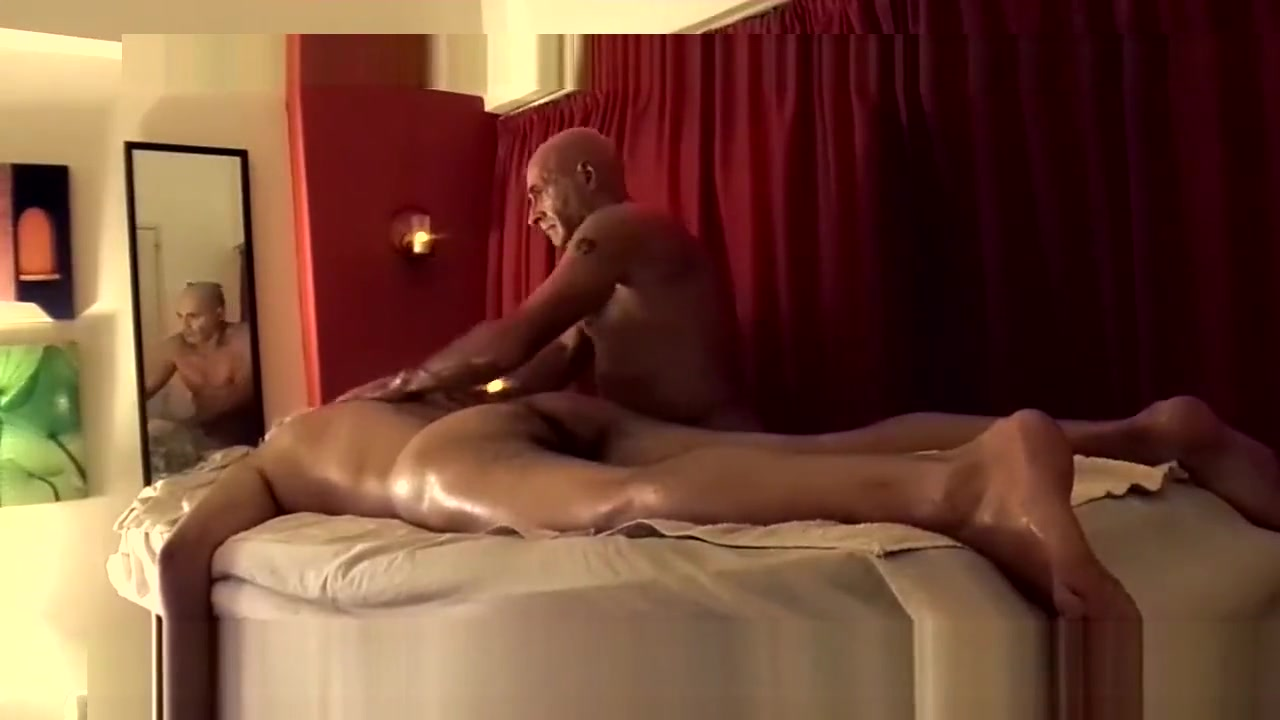 MASAJES TANTRICOS DESNUDOS PARA HOMBRES Wife lets husband fuck another womans massive tits