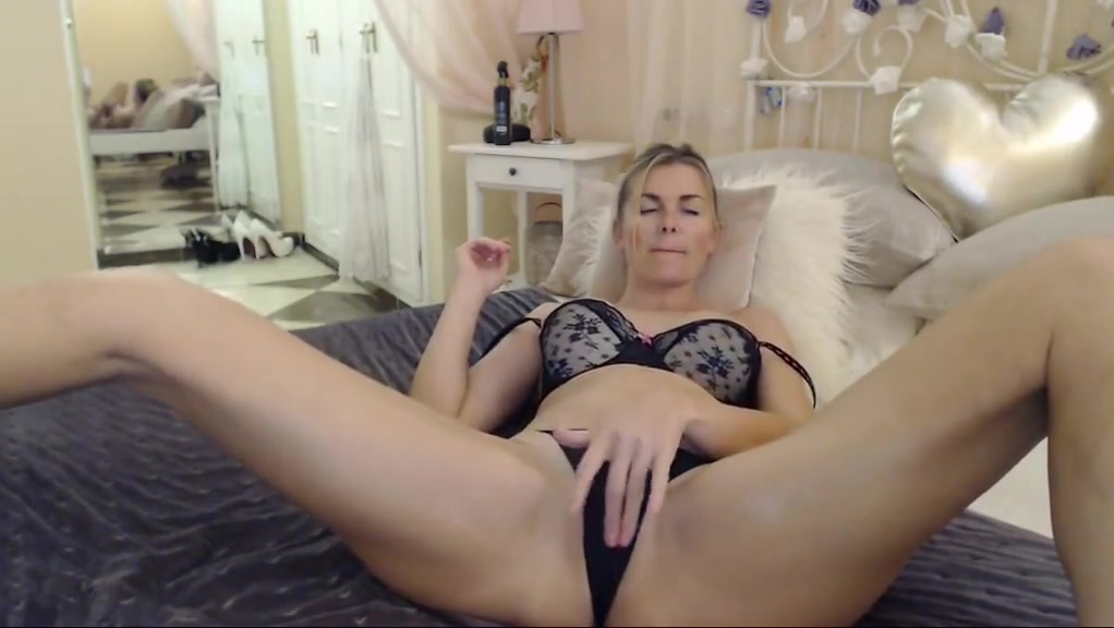 Hot MILF playing with pussy Plenty more fish hookup site uk