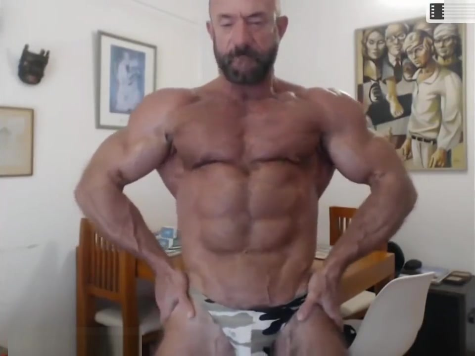 Hot Muscle Daddy! Silver Bodybuilder! Sweetheart tempts lusty stud with her sexy beaver