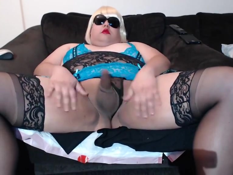 Lindas pussystick squirts a nice big load on cam! Lesbian Girl To Girl Sex