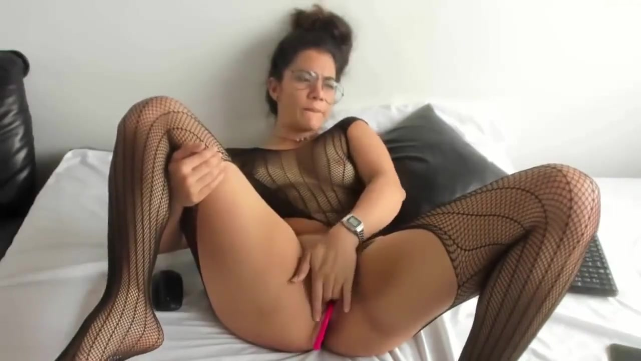 Horny Latina Rubs Clit to Orgasm Early dating pace