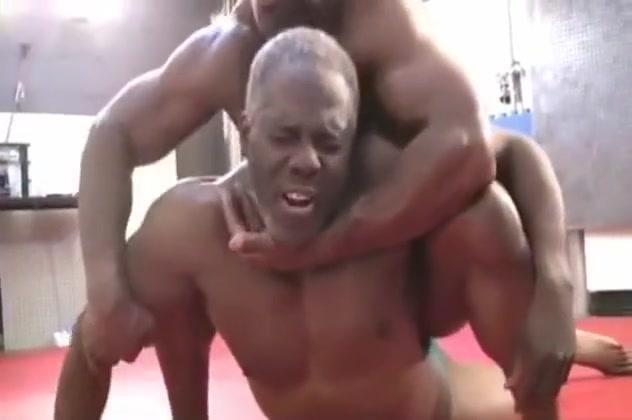 BLACK BODYBUILER WRESTLING everyone favourite anglo iranian pornstar porn tube video 1