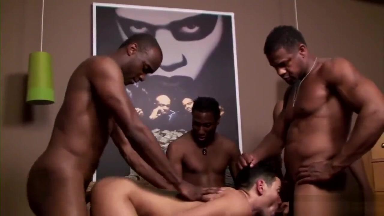 Cuba Santos, JD Daniels, Aron Ridge, Justin Blade & Gabriel D?Alessandro hot girl tanning