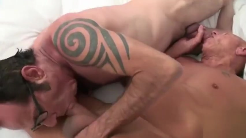 TRAILER O4M Father in Law lick wife cunt real