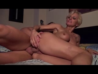 Milf enjoys deep pussy fucking as she screams loudly Porn actress annette haven
