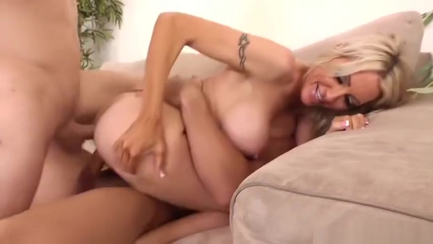 Huge tits porn video featuring Emma Starr Wanting to suck in Anatuya