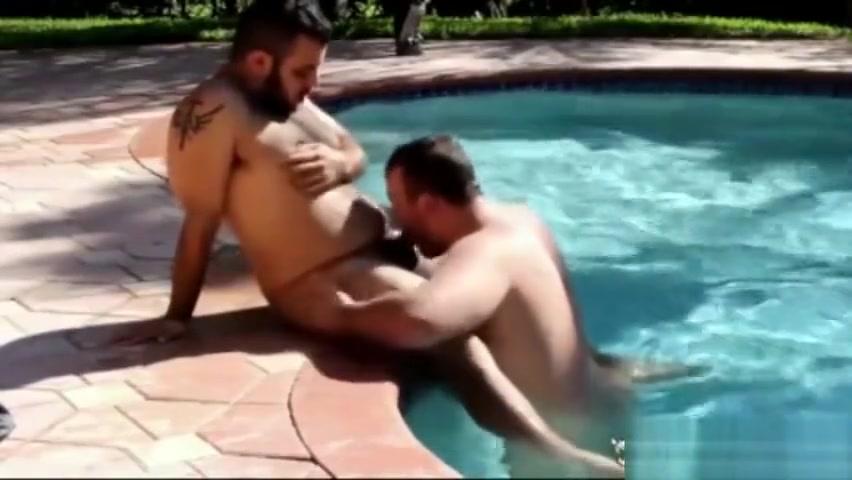 Gunner Scott in the pool II xxx lane giral phicher sexey
