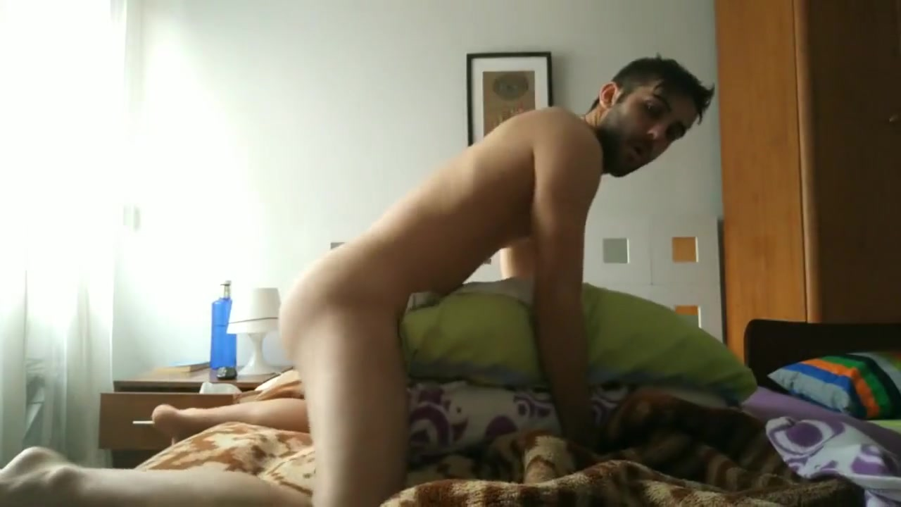 Young sexy Spanish man fucks pillow while visualizing porn What do men find sexually attractive