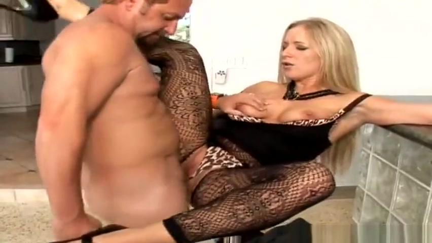 Petite porn video featuring Hunter and Dia Zerva Fuck Team in the Park. No sex