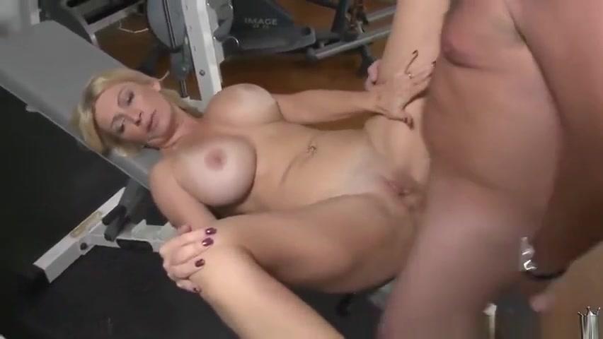 Amazing blonde MILF makes sensuous blowjob