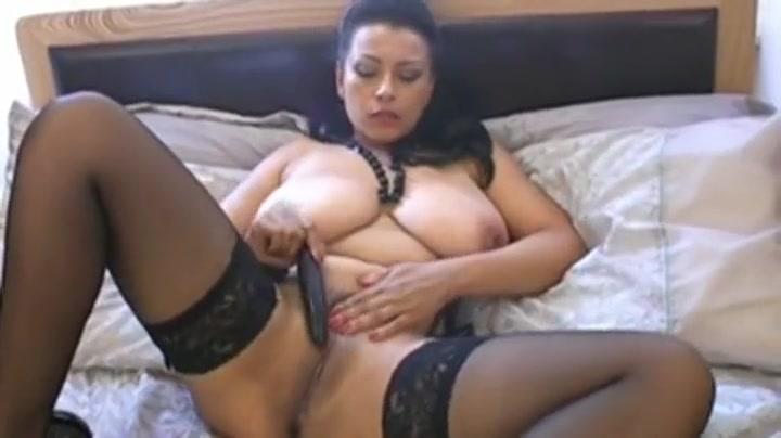 Amazing buxomy slut is fingering her twat Jessica with her girls