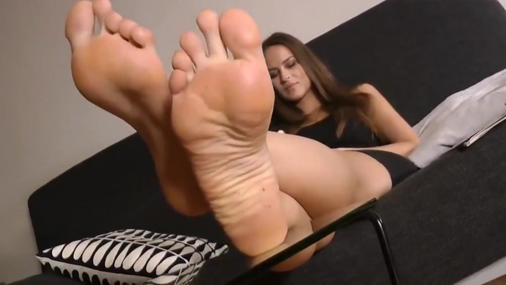 pretty brunette with amazing soles Dominika c fucking