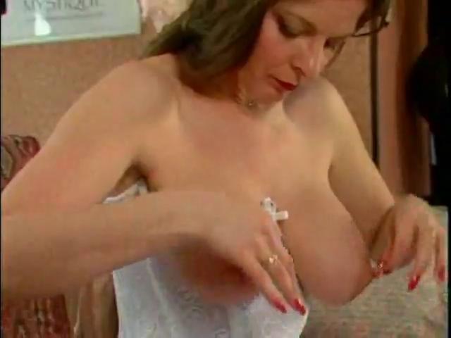 Pierced Nipps & Playfull Changing em Male to male sex massage video