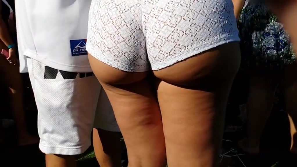 Candid Juicyy thick Latina in white shorts!! The most erotic scenes