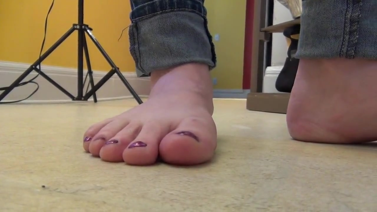 unaware barefoot ant crush