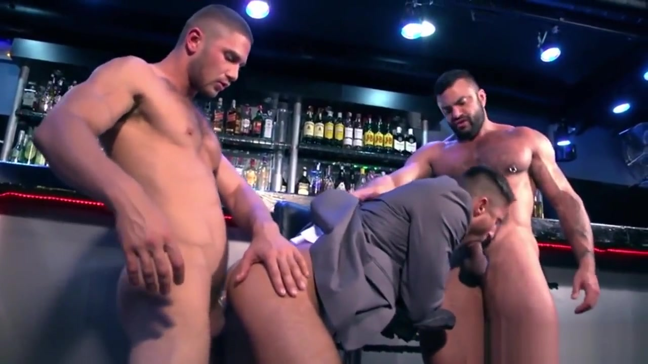 Muscle gays threesome porn flash games alien