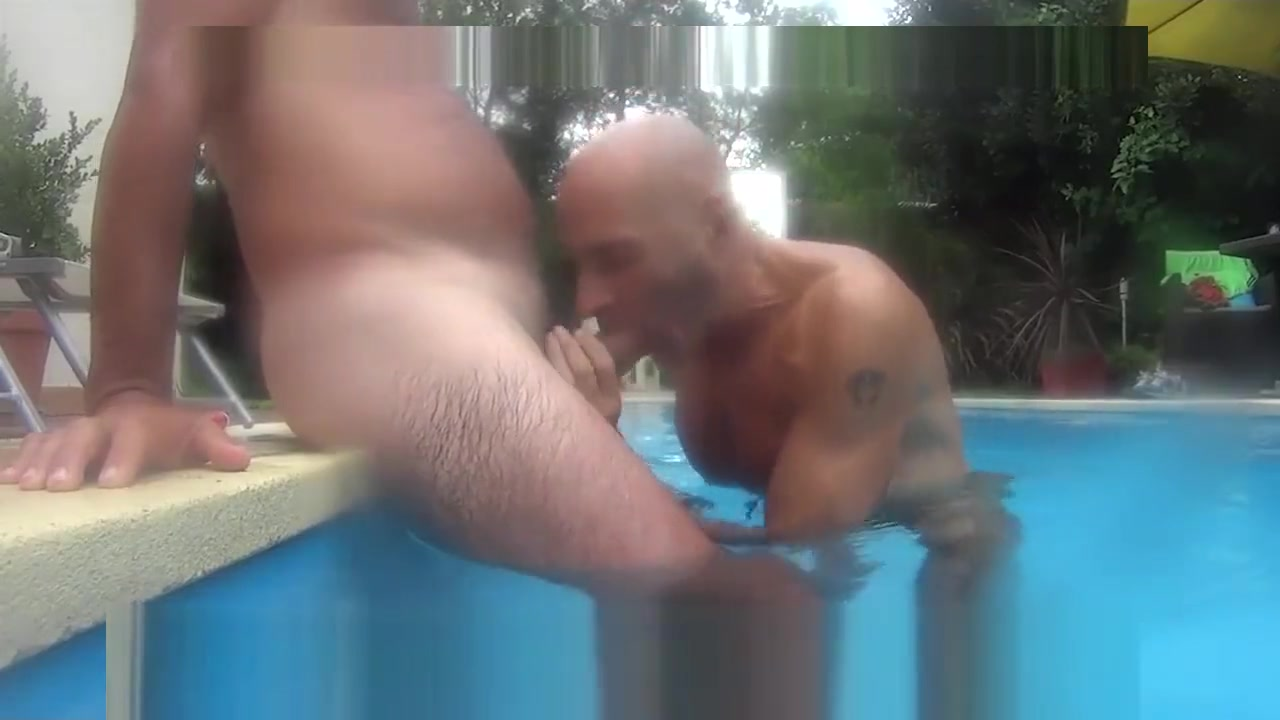 CHUPANDO PIJA Y COGIENDO EN LA PISCINA adult stories xxx vegetable dad