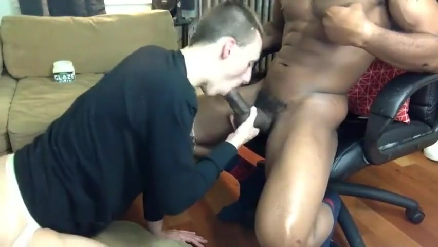 WHITE SLUT BBC SERVICE AT HOME College boy fuck sex doll