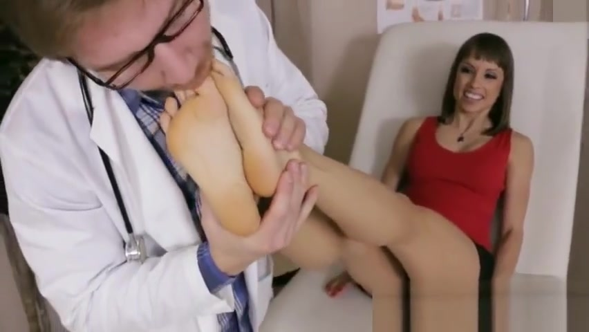 Alyssa Kayson visits fake feet doctor for help barefoot worship sexy toes