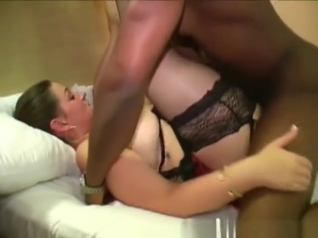 British BBW pornstar Dani Amour sucks dick in a bukkake Kitchen French