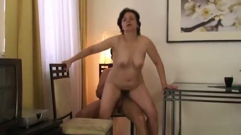 Granny tourist jumps on cock Mama buenota