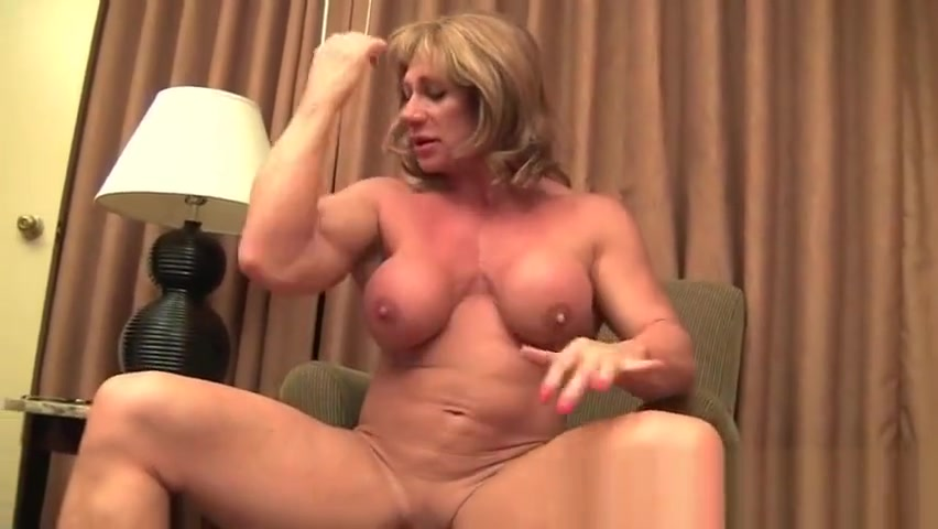 Mature Muscle Showoff Coco milfs