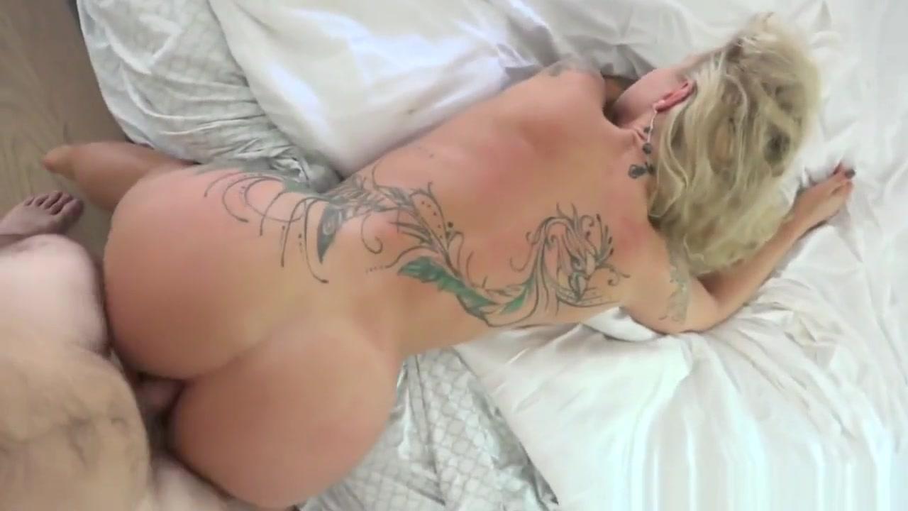 Hot blonde amateur babe sucking dick deepthroat