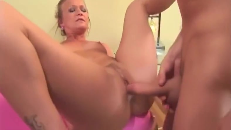 Mature MILF takes it in every hole My friends feet chat