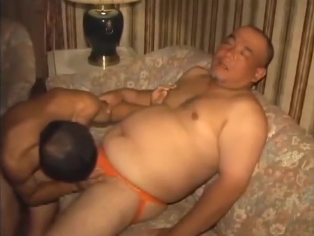 JP DADDY Gorgeous lezzies squirting in threesome
