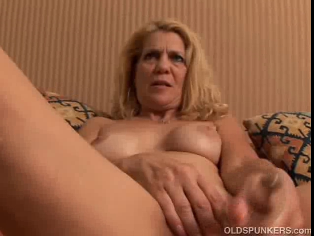 Delightsome aged dilettante shows u how this babe loves to receive kerry marie wow tgp