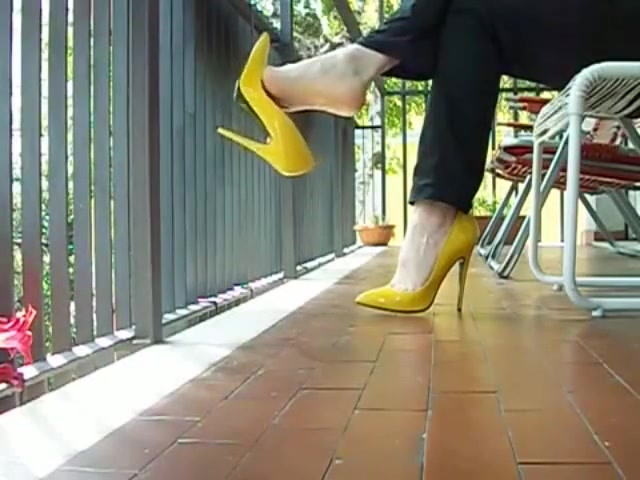 Men Wear Yellow High Heels Stiletto Shoes Help wife want sex