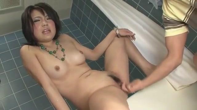 Haruna Katou Fingers Her Twat In The Shower