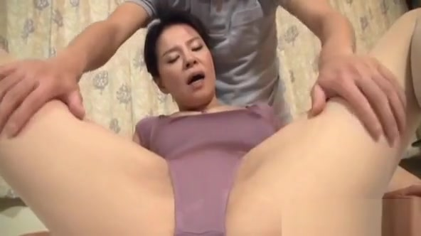 Knob Sucking Professional Gets A Warm Load Treatment The world series of sex