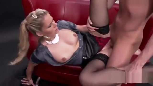 Speechless Looker In Lingerie Is Geeting Pissed On And Shagg
