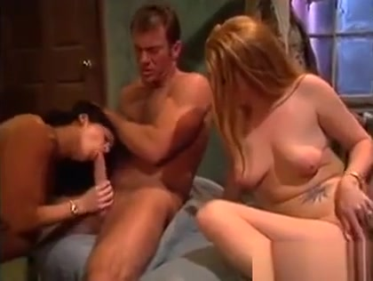 Hot Chicks In A Threesome