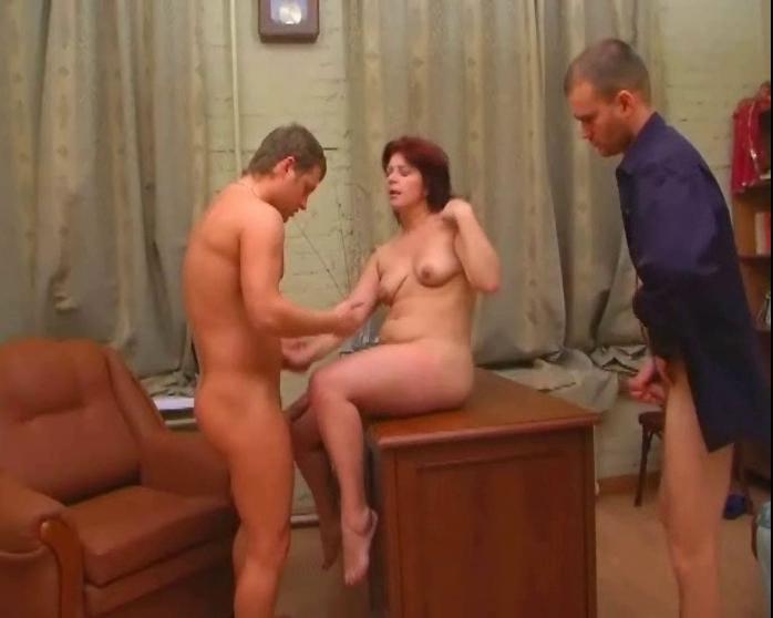 тещу позвала зятя в баньку секс