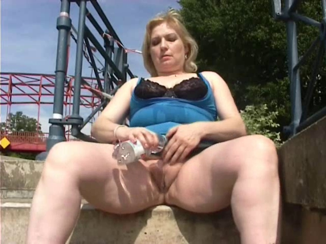 domashnee-porno-zrelih-nemok-na-ulitse-onlayn