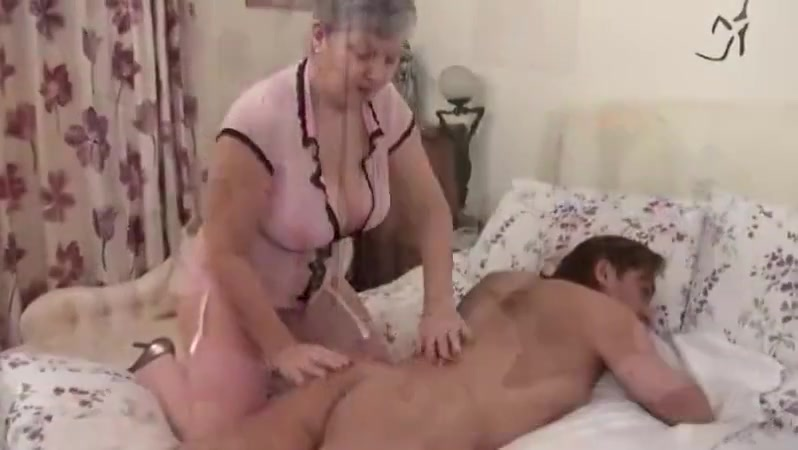 SEXY GRANNY WITH BIG BOOBS DOING HER THING boy sucking boobs pics