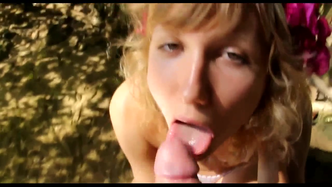 Blond Tn OutDoor BJ pee drinking lesbian girl