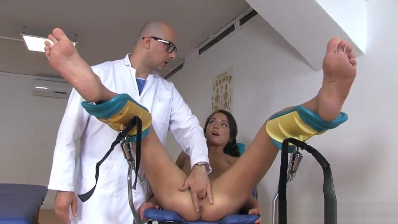 Doc punishing Teen Nataly Gold girl watching tv during sex porn