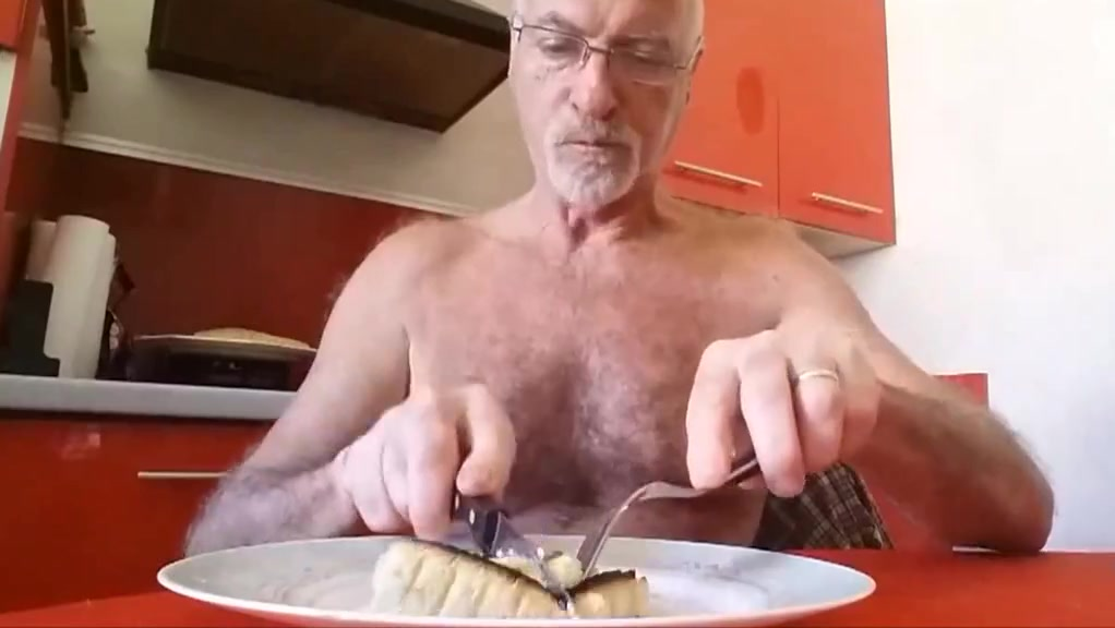 je mange une quiche French amateur paris